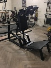 Fitness stroje V - squat machine